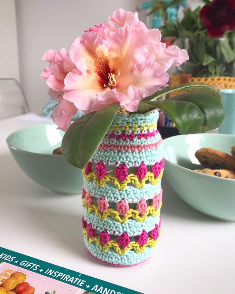 Een vrolijk tulpenvaasje